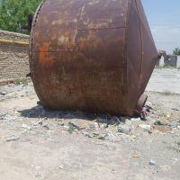 منبع آب آهنی